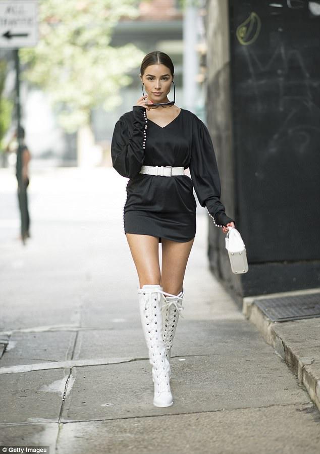 41D9197C00000578-4648828-Fierce_Olivia_Culpo_looked_futuristic_in_this_black_mini_dress_w-a-15_1498687268292.jpg