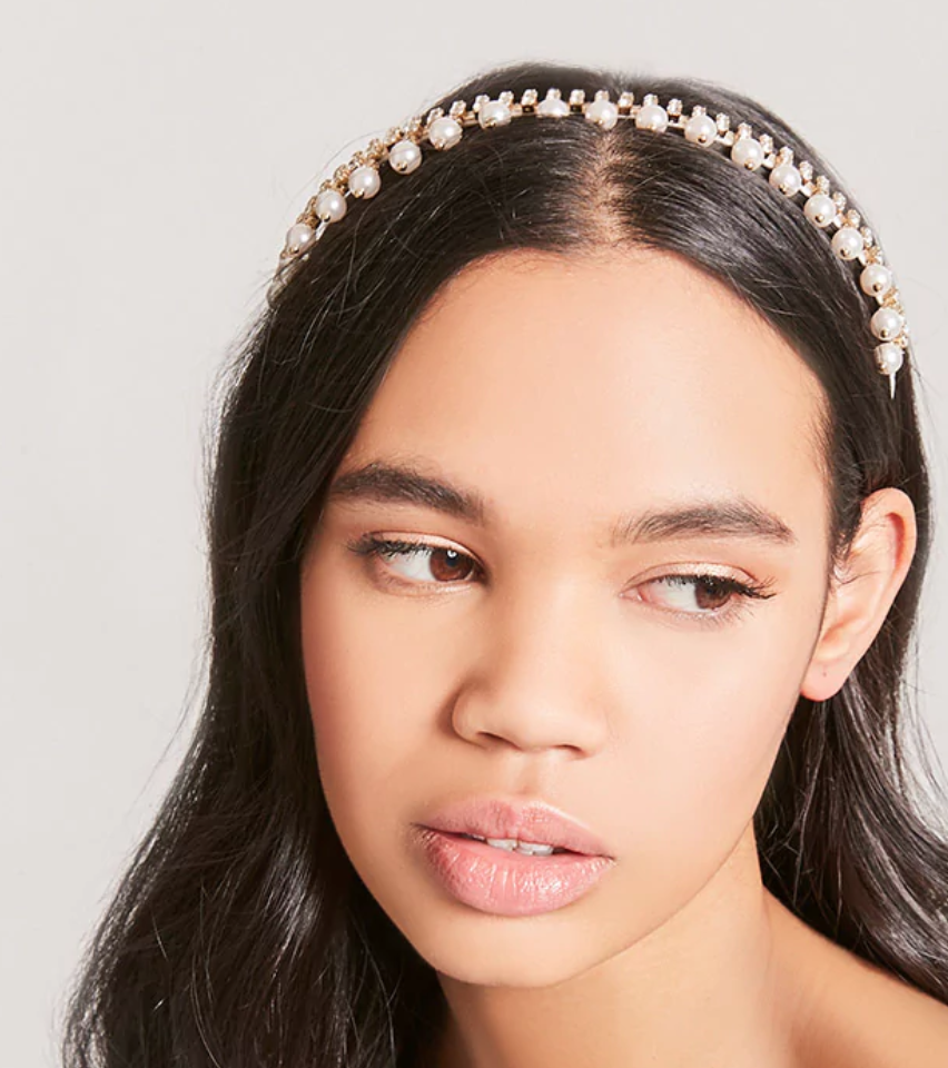 3. Pearl Hair Accessories - Some say diamonds are a girl's best friend but this year we'd venture to say that it's the pearl. Simone Rocha ignited the trend with her pearl encrusted hair clips for her spring '18 runway show. Bring out your inner Jackie Kennedy and soften your look with this flattering pearl accessory.