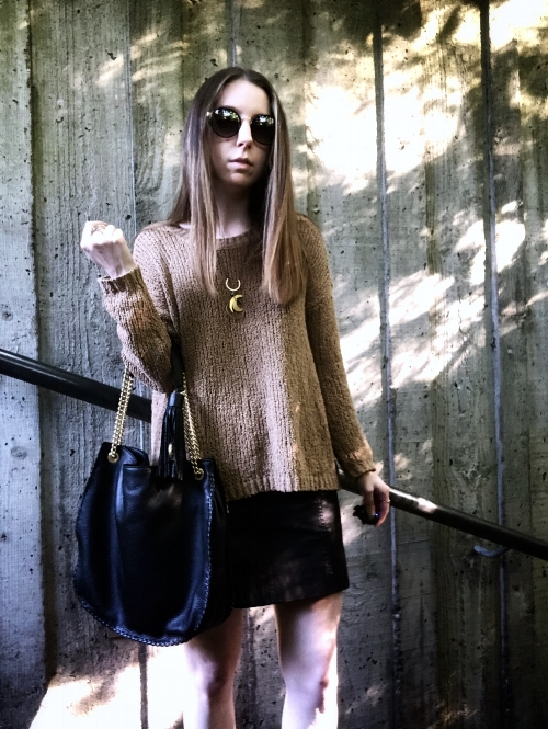 fall-outfit-skirt-sweater-combo.jpg