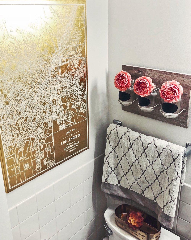 pink-and-gold-bathroom-decor.jpg