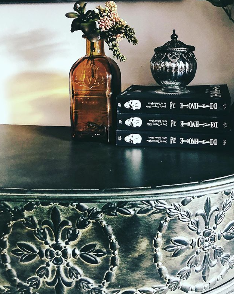 My own little piece of skull decor in my apartment comes in the form of my Death Note manga displayed on my console table. Goth meets geek chic over here.