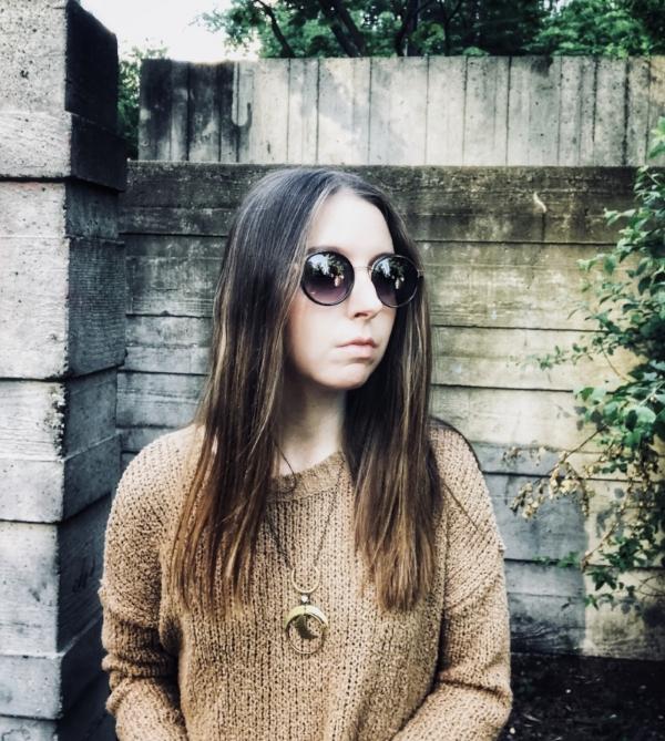 oversized-sunglasses-sweater.jpg