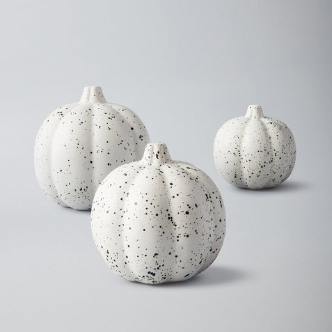 white pumpkin decor.jpg