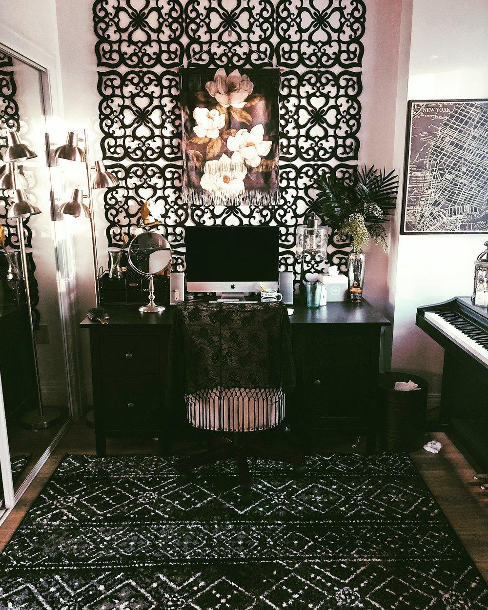 studio-apartment-home-office-decor