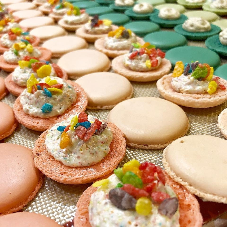 FRENCH MACARONS - Delicate French