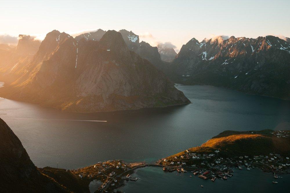 Norway-Mountains-Sunset-Lofoten-Peaks