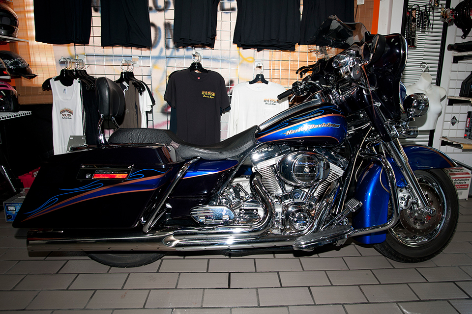 2004_Screaming_Eagle_CVO_Electra_Glide.jpg