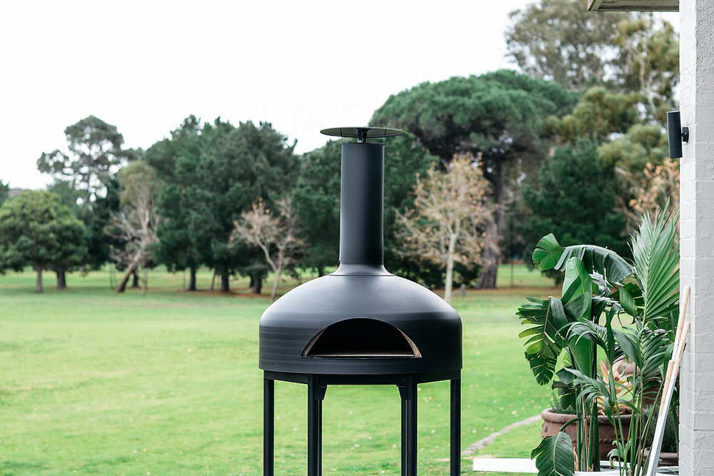 The giotto oven - · Light weight (148 kg).· Pre-assembled.· Portable (ideal for indoor and outdoor use).· Array of colours to choose from.· 30 minutes firing for top end heat.