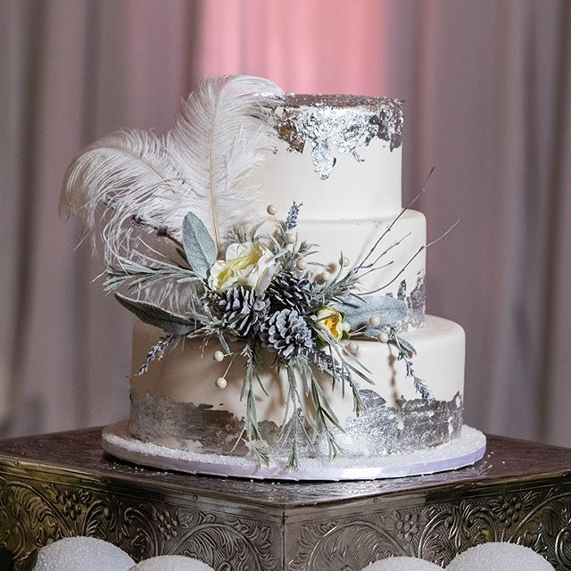 Stunning cake by @cakesbywhisk ! Their cakes taste as good as they look! 📸: @depoystudios 📍: @soho63 💐: @deizinzfreshstudio 📋: @dionneevents @celebtuxntails @seventhavebeauty @avancybridal @divinitylighting @mystic_carriage @epicpartyteam @yknot_partyrentals @azretrorentals @cakesbywhisk @silverrosebakery * * * #photoshoot #azweddingplanner #azplanner #arizonaweddingplanner #theknot #theknotaz #weddingplanner #azphotographer #weddingphotographer #eventplanning #eventplanner #weddings #azweddingplanner #destionationweddings #bridestobe #weddingcoordinator #planning #azeventplanner #venues #azvenues #weddingideas  #weddingphotoshoot #bridalparty #modernbride #modernwedding #dionneevents