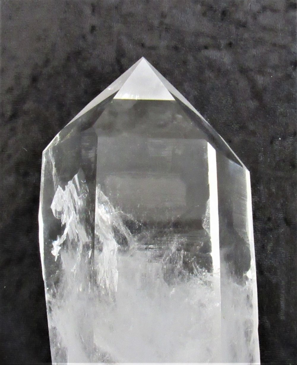Point- Male - The tip of a quartz crystal that has grown naturally and has not been cut; Male points come to a conical point.