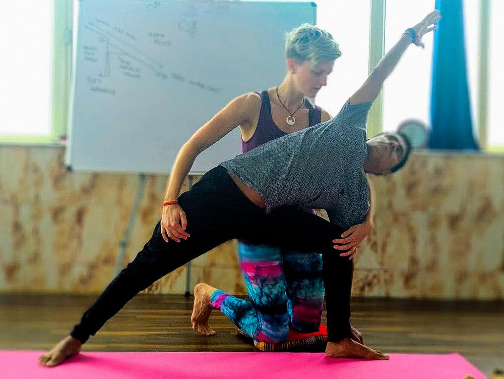 Ausrichtung & Korrektur der Yogastellungen