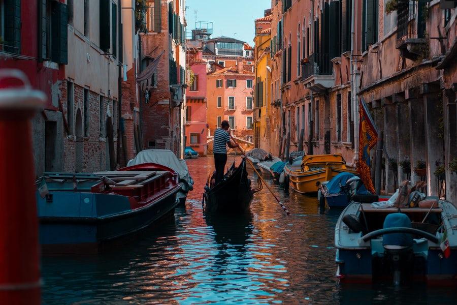 Italy gondola.jpg