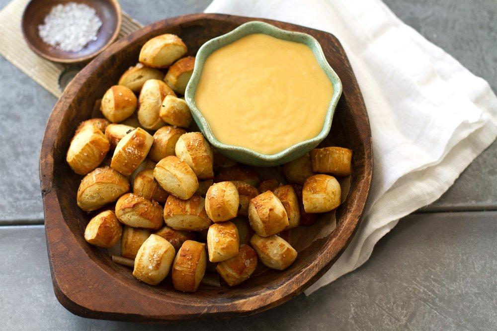 pretzels_cheese.jpg