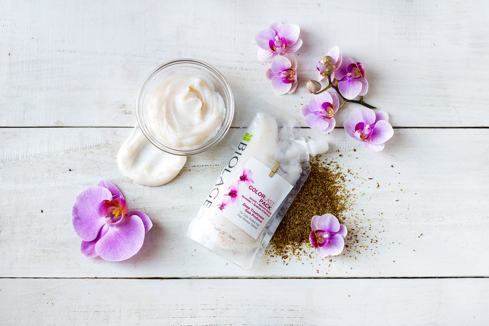 COLORLAST - (WITH ORCHID & APRICOT SEEDS)SPECIALLY FORMULATED FOR COLOUR TREATED HAIRDIMINISHES DULLNESS AND HELPS LOCK IN COLOURHEALTHIER LOOKING HAIR90% MORE NOURISHED