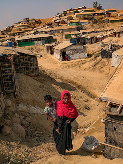 Rohingya women in refugee camps in Bangladesh.    Source   : UN Women/Allison Joyce via Flickr