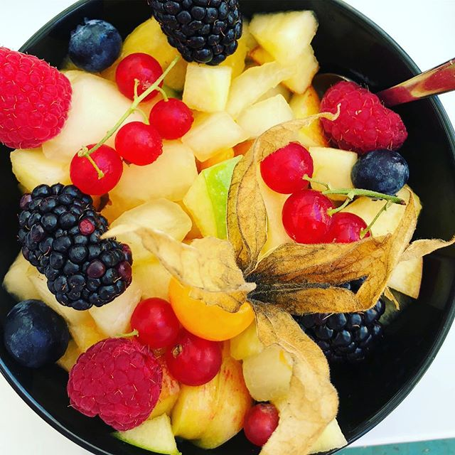 Fruit salad as a afternoon snack is a favourite in the heat. Hydrating and fiberous,  it is a far better alternative then fruit juices (that may affect your blood sugar too much). #summereating  #bloodsugarcontrol