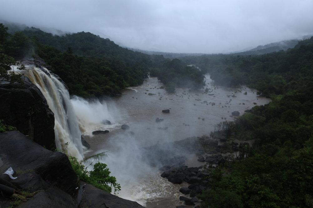 athirapally_waterfalls_1_342.jpg