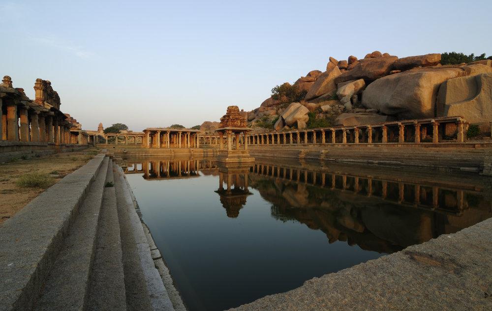 Krishna_Pushkarani_-_Hampi_Ruins.jpg