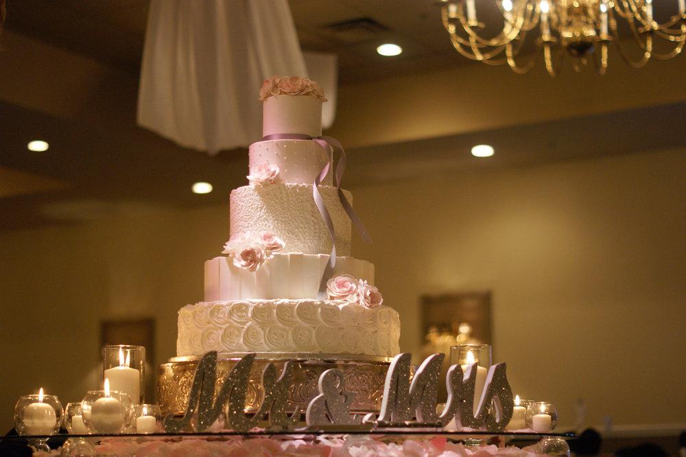 cake mr mrs 3.JPG