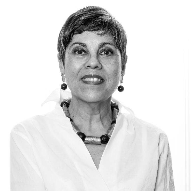 """Yolanda Pizarro Carmona    Directora de Género   Doctora en Educación, Universidad Pompeu Fabra, España. Magíster en Comunicación y Educación, Universidad Diego Portales, Chile. Diplomada en Género y Educación, Universidad La Sapienza, Italia.  Experta en temas de Género y Diversidad con Inclusión, ha sido reconocida dentro de las """"100 mujeres líderes de Chile"""" 2017, entregado por El Mercurio y Mujeres Empresarias por contribuir a generar puentes entre el mundo público y privado en estas materias. También, es representante de Chile en diferentes organizaciones e instituciones como la Comunidad Económica Europea y ONU Mujeres en temas de Género, políticas públicas y empresariales.  La Sra. Pizarro ha liderado la agenda """"+ Mujeres + Desarrollo"""", centrada en productividad, empoderamiento y emprendimiento de las mujeres en el mundo público y privado como una forma de contribuir a fortalecer la economía del país, aumentar la productividad y la autonomía de las mujeres. Asimismo, es integrante del equipo fundador y Secretaria Ejecutiva del Consejo Nacional para la prevención de Abusos a menores de edad y Acompañamiento a Víctimas de la Iglesia Católica elaborando un programa de trabajo para todas las Diócesis.  Adicionalmente, es mentora de """"Comunidad Mujer"""", asesora del Consejo Promociona Chile, proyecto que permite potenciar la incorporación de más mujeres en cargos de alta dirección y gerencia en conjunto con la CPC, ICARE y la UAI, consejera de la Fundación """"+ Mujeres"""" de CAP y Directora Ejecutiva de la Fundación Wazú, incubadora laboral para PSD.   yolanda.pizarro@lareshub.com"""