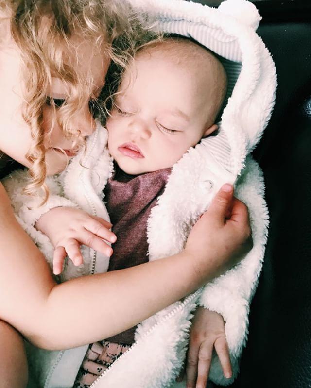 Heart be still 😍 Can this bond last foreva-eva? • • • • • • #dsd #childrenoftheworld #vsco #momswithcameras #blogger #blog #beautiful #lifestyle #livemybestlife #momwin #children #momlifeisthebest #parenting #ig_motherhood #momtogs #momlife #mamabird #motherhoodinspired #motherhoodalive #literalmomgoals #motherlovercollective #mom #motherhoodsimplified #momgoals #motherhoodunplugged #raisethemright