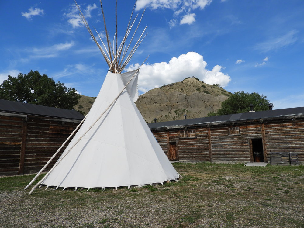 Blackfoot Gallery - This program begins with a tour of the Blackfoot Gallery to learn about the lives of Indegious people who lived in this area before the Fort was created.