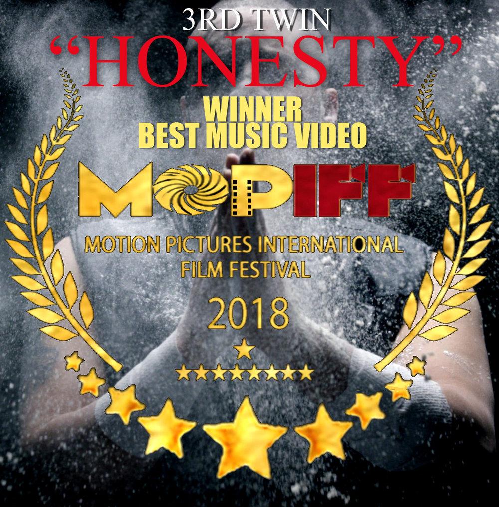 3rd Twin laurel Graf MOPIFF Winner 3.jpg