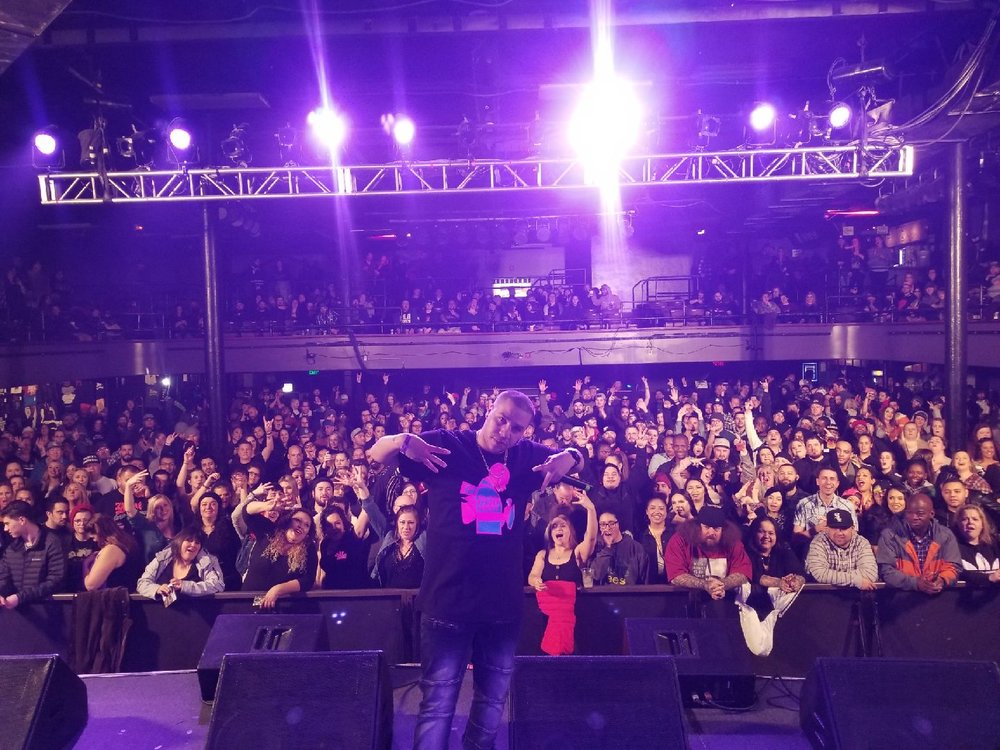 3rd Twin poses with the sold out crowd at Rosalind Theatre opening Bone Thugs n Harmony on 02/17/19!