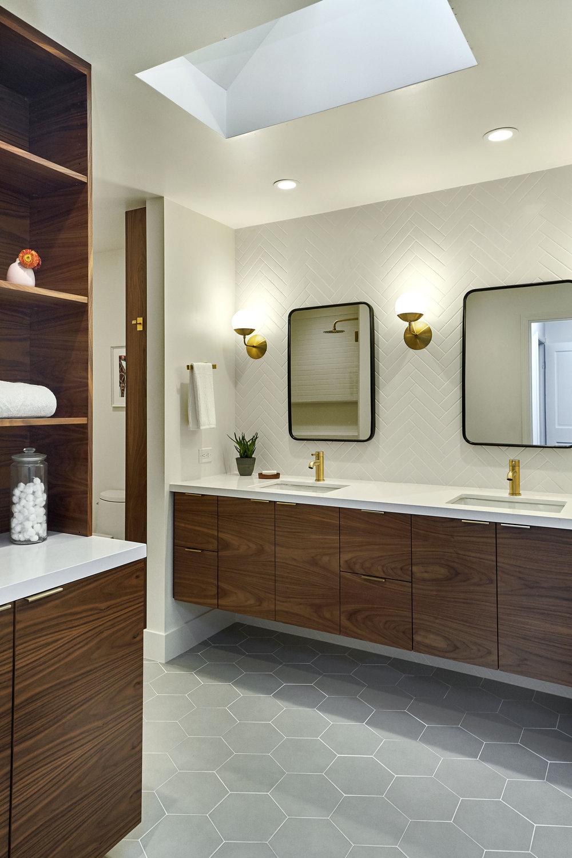 822 Mesa Ct 23 Hall Bath.jpg