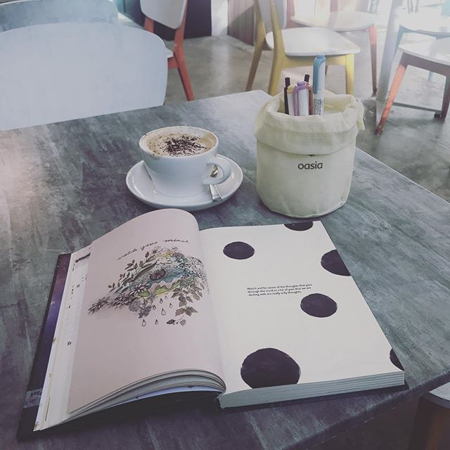 start the day right with coffee and some good old planning😃  your day will be as good as you plan it to be! ft: My Mindful Days planner #2019 #craft #artsandcrafts #plan #planner #originalordinary #diary #day #journal #journaling #art #quotes #drawing #morning #breakfast