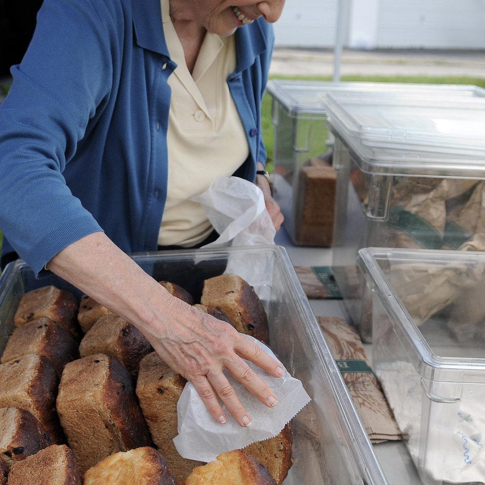 Farmers Market Dock_Bread1.jpg