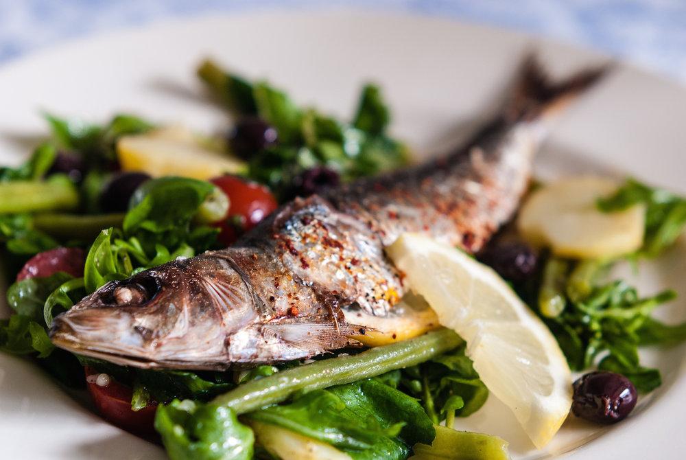 Sardinhas-e-salada.jpg
