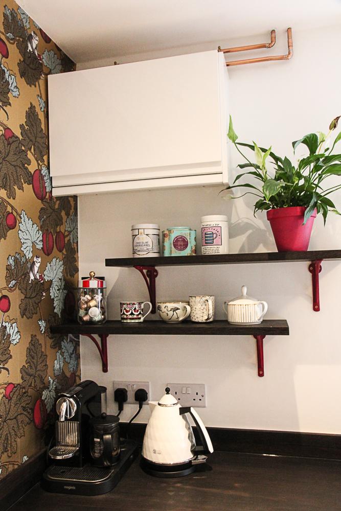 Solid-wood-worktop-offcut-shelves-yesterhome-cast-ironbridge-bracket