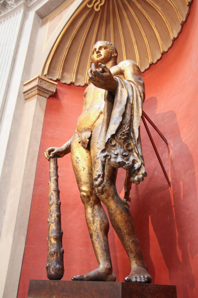 Vatican-museum-internal-statue.JPG