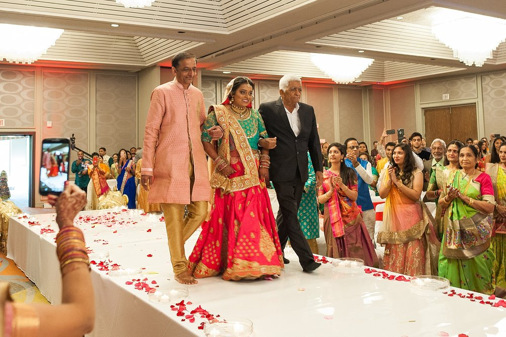 Prexa_Harry_Columbus_Crown_Plaza_Indian_Wedding0068.jpg