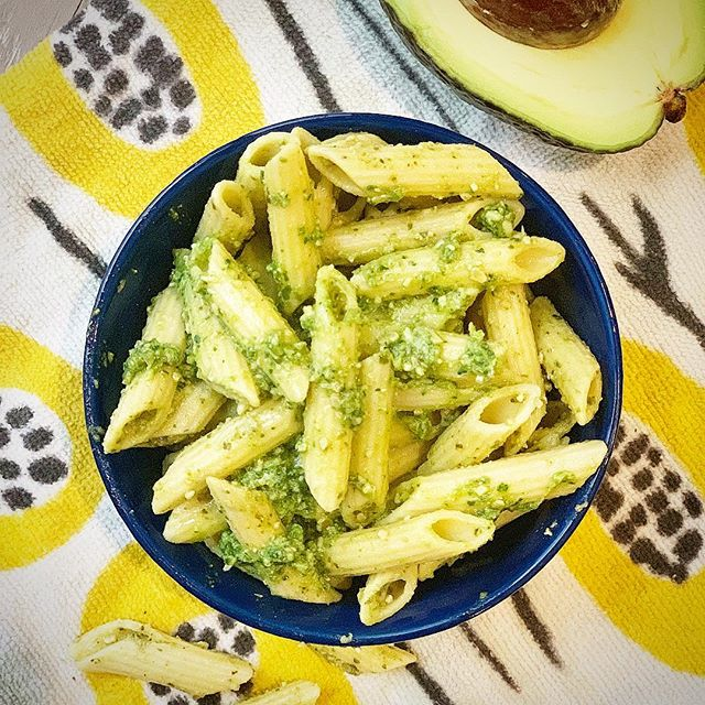 Kale and avocado pesto—like traditional pesto on steroids. 💪 Since kids eat such small portions, I try to maximize nutrient density in their food. This pesto is loaded with micro and macro nutrients, bone-building calcium, and brain-boosting fats. Use it to top pasta, chicken, fish, and grilled veggies, or stir pesto  into rice, hummus, or even baby food purées to expand your baby's palate (they like food that tastes good too!). Get the recipe here: https://www.peasfulkitchen.com/blog/2019/4/23/kale-avocado-pesto  #peasfulkitchen #pesto #pasta #familymeal #familydinner #pastanight #feedfeed #healthydinner #toddlerfood #toddlerfoodideas #onemealonefamily #meatlessmeals #meatlessmonday