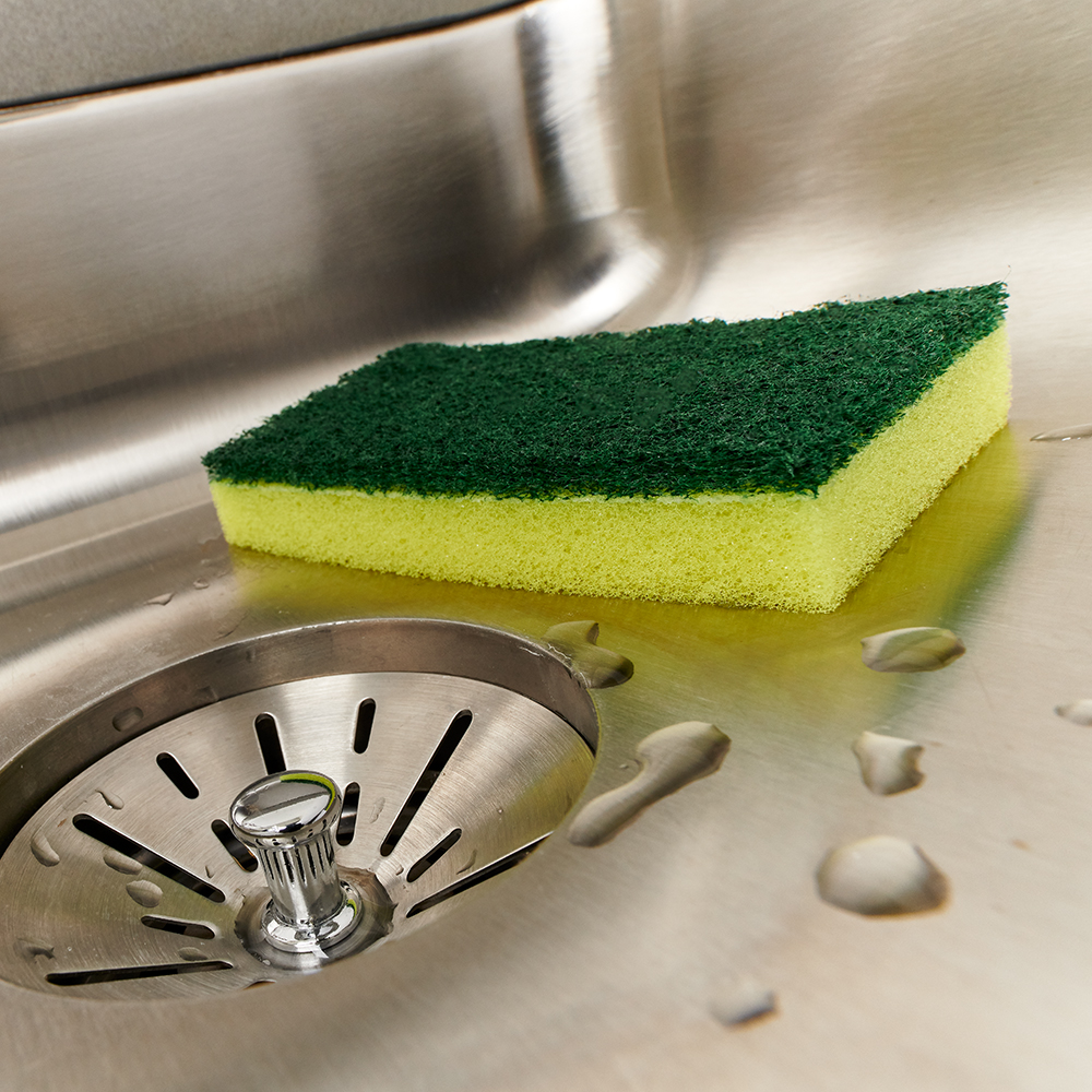 Brillo® Estracell® Heavy Duty Scrub Sponge in a sink