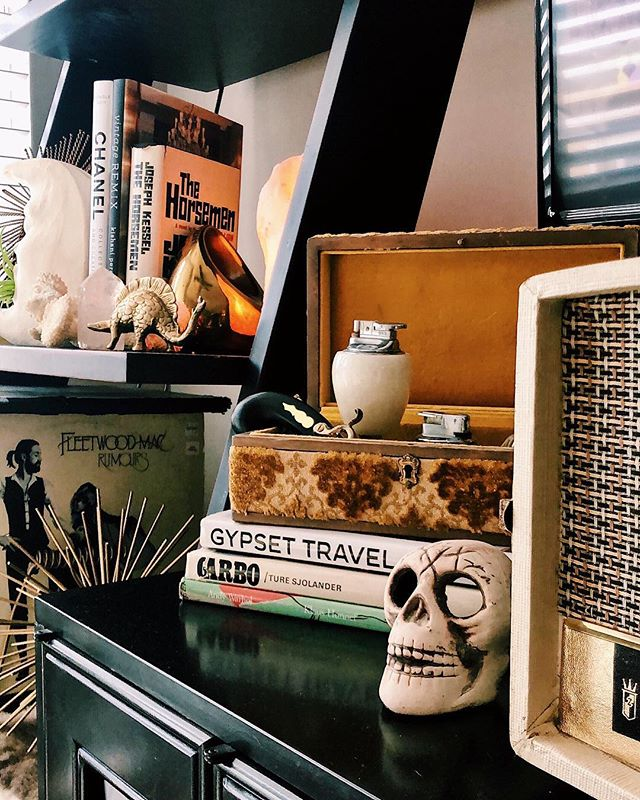S U N D A Y • V I B € S 💀📻       showing off the latest addition to the skull fam + feeling those fall equinox vibes on this rainy sunday 🍂🌧 . . . . . #fallequinox #fall #autumn #designinspo #hollywoodregency #tresorcru #betterthannew #goldobsessed #vintage #shopvintage #vintagedecor #interiordesign #vintagehome #vintagestyle #vintagejunkie #nashville #nashvilleliving #vsco #style #homedecor #uniquevintage #midcentury #eclectic #myeclectichome #finditstyleit #skulls #shelfie #vintageremix