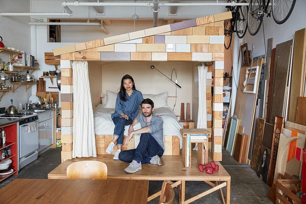 Hang Pham et Grégoire Abrial    dans leur chambre-cabane au centre de leur loft de Williamsburg
