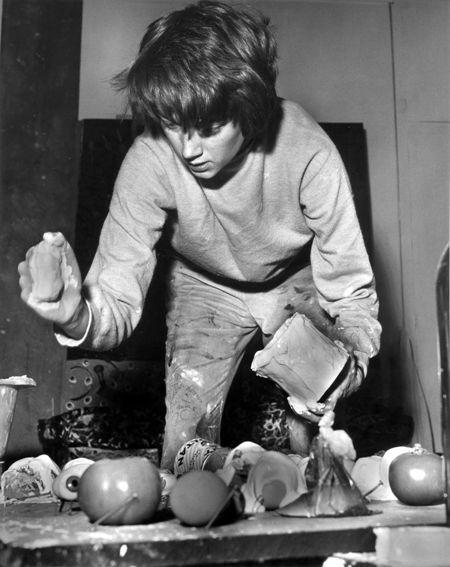Niki de Saint Phalle en pleine expérimentation