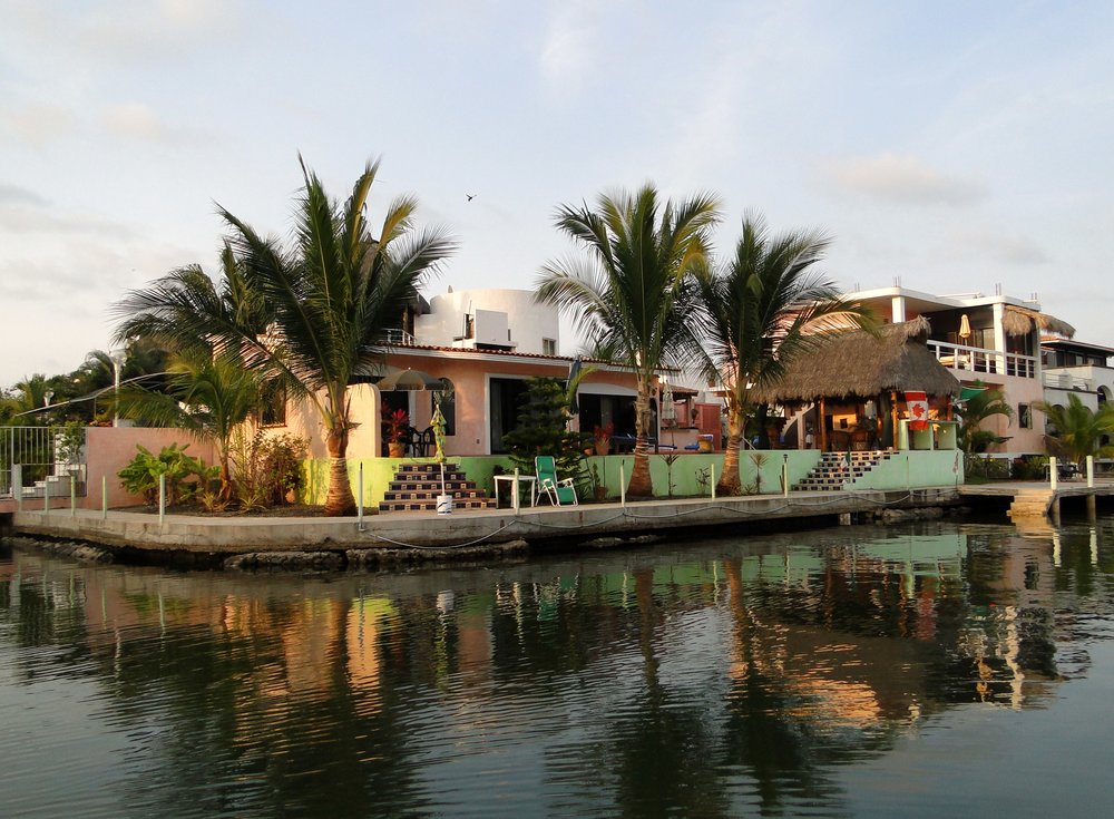 new-outside-house-canal-009.jpg