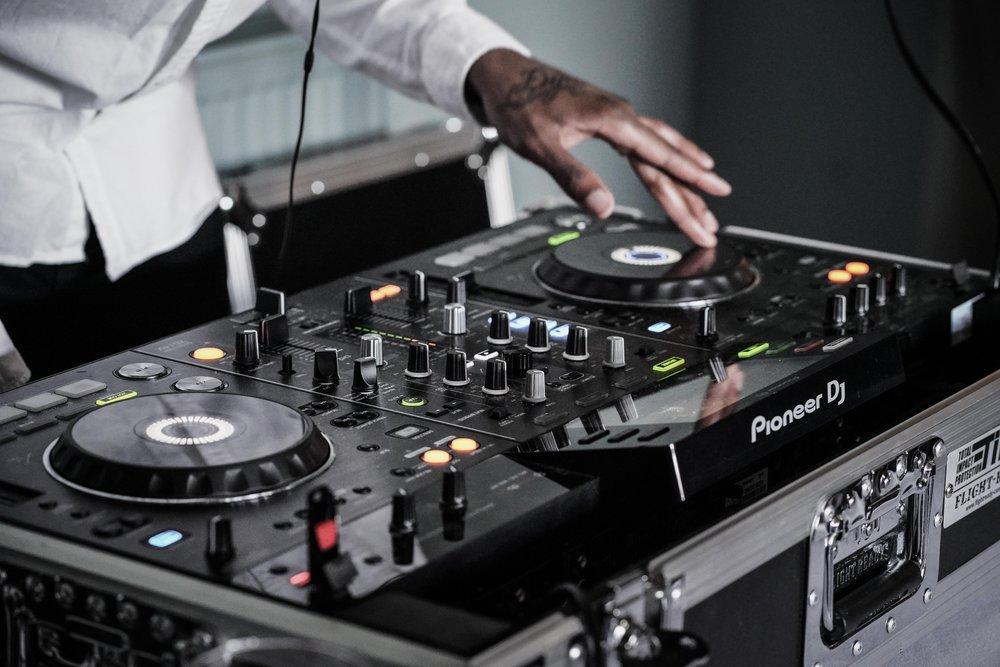 DJ Sound Systems - LIVEWIRE ENTERTAINMENTBrian Reynolds 319.241.9816livewirentertain@icloud.comlivewireentertain.comCenter Stage ProductionsMax Johnson 319.210.0607centerstageprod@netins.netSKIWIZIT SOUNDZMike Zhorne 319.310.9994 www.facebook.com/skwizitsoundz