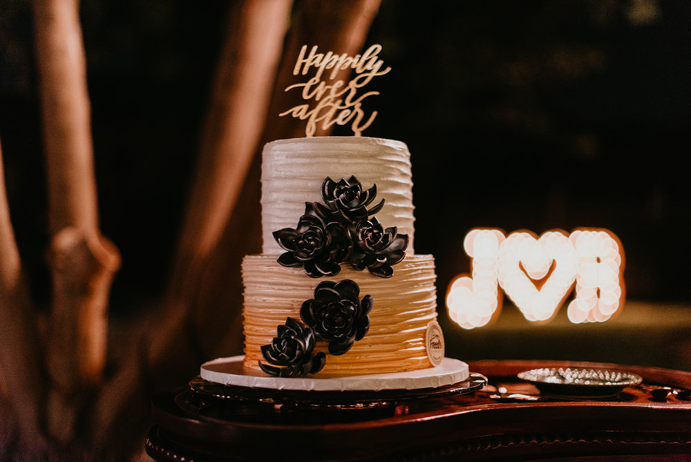 Backyard Las Vegas Wedding - Wedding Cake