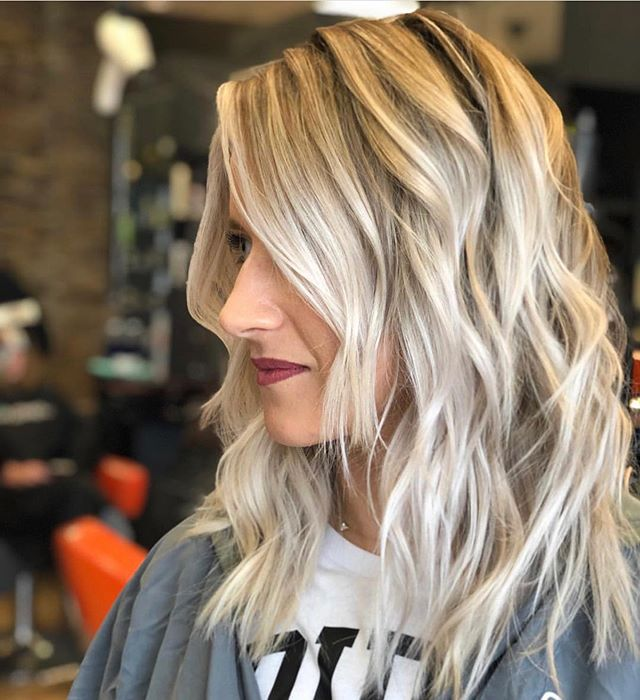 ICY & ROOTED ❄️ @hairbyjaymi.moxie . . . . #moxiebluesalon #moxiebabes #iamgoldwell #goldwellapprovedus #hairgoals #blond #icyblonde #mastersofbalayage #hairbrained #modernsalon #americansalon #hairbesties #phillyhaircraft #stylistssupportingstylists #bangstyle #hotonbeauty #phillybesthair #bestofphilly #oldcityphilly #marltonnj #fishtown #queenvillage #northernliberties #hairpainting