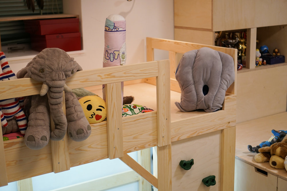 Customized wooden bunk bed