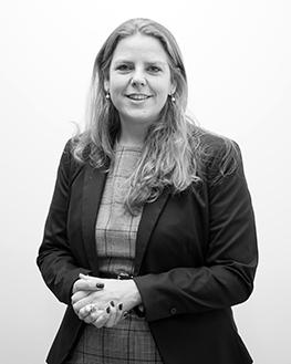 Astrid van der Peijl   Junior Tax Consultant   Astrid ondersteunt bij het opstellen van belastingaangiften en -adviezen. Ze heeft 10 jaar ervaring als sociaal juridisch dienstverlener en is onlangs overgestapt naar de fiscale adviespraktijk. Ze heeft een master diploma Fiscaal Recht.    E-mail:  peijl@taxatwork.com