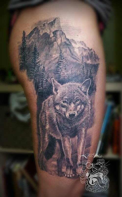 This wolf composition is covering big portion of the upper leg. All the elements are highly detailed and were complited over few tattooing sessions.