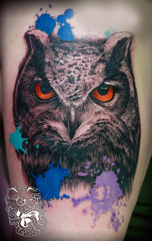 In this slightly stylized version, an owl was chosen more for the look, then for a specific symbolism. It is worth mention that often pure love for tattoo art is the main reason to get tattooed.