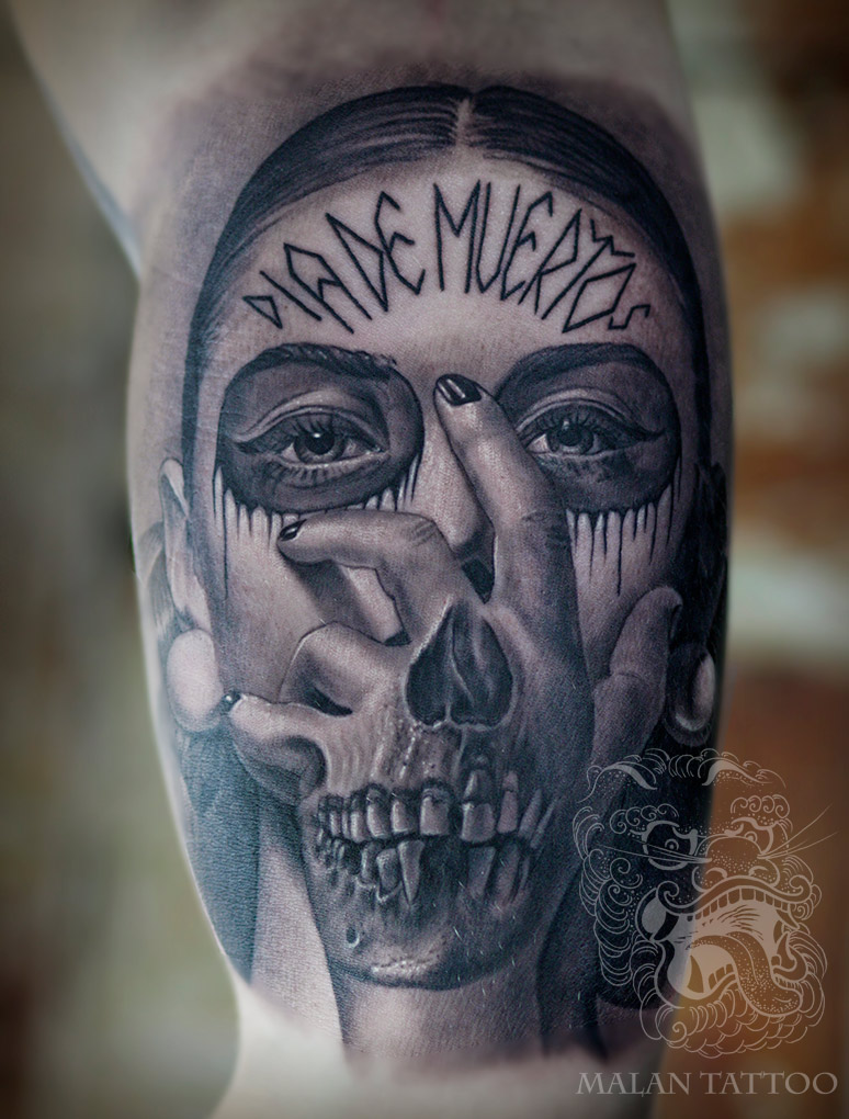 In La Catrina, I enjoy showing dead elements and depicting them realistically. For ornamental parts I keep them to the absolutely needed minimum, as if overused, they have a tendency to break the gentle beauty of a female face. Tattoo above shows one of my favorite methods of approaching eyes.