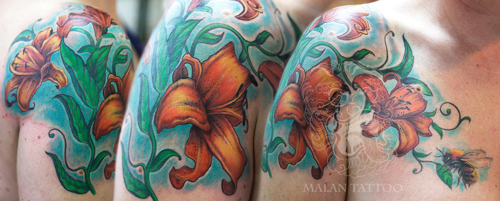 Flowers are great for covering old, unwanted tattoos. Organic elements are always great for that purpose, as it is much easier to adjust their shapes depending on the cover-up need. In this tattoo, I covered two unwanted designs and created one, contemporary tattoo image.